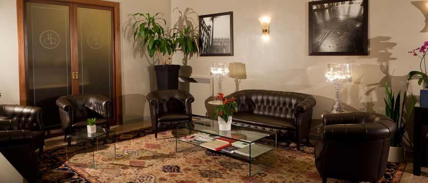 Hotel Giuletta & Romeo, Verona, Italy - lounge.jpg